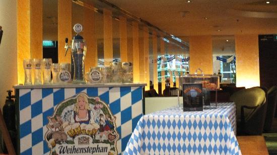 Rembrandt Hotel Bangkok: lobby bar beer festival