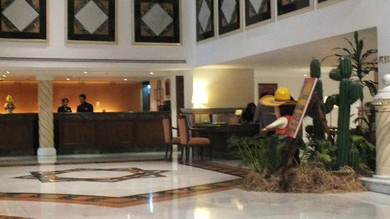 Rembrandt Hotel Bangkok: hotel lobby area