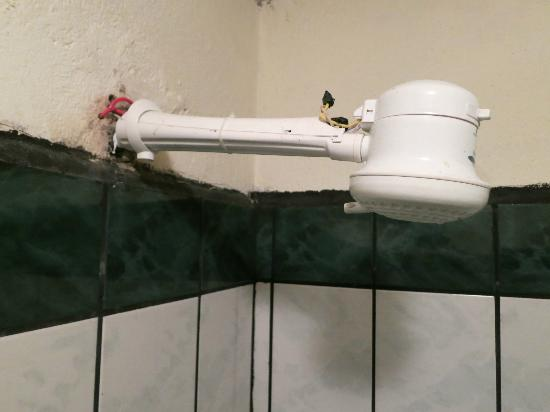 Hotel Arboleda: Trotz der abenteuerlichen Installation gab es nur kaltes Wasser