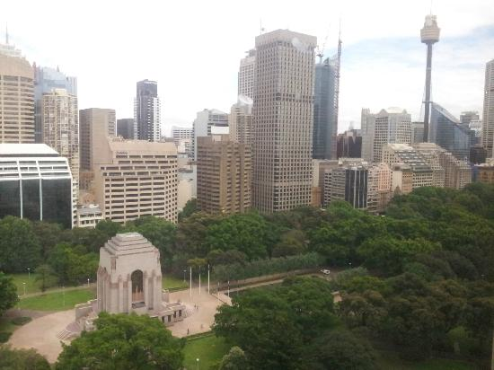 ‪‪Pullman Sydney Hyde Park‬: Hyde Park & City view from Room