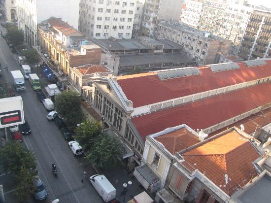 Amalia Hotel: Вид на крыши старого рынка Салоник (там есть ресторанчик Модиано, где вкусно готовят)