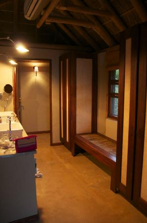 Kwandwe Great Fish River Lodge: The bathroom, Room 9