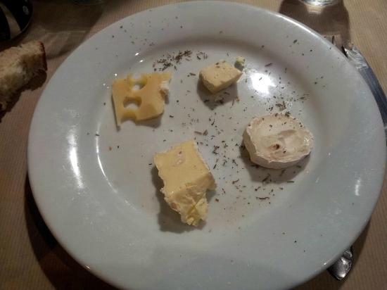 Restaurant Cardillo's: Voici mon assiette de fromage! 9 Euro pour ceci. Heureusement que j'avais un bon groupon!!