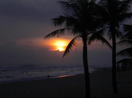 Ana Mandara Hue Beach Resort: Dawn over the beach