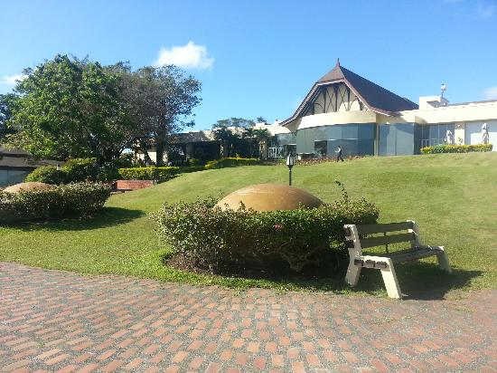 Taal Vista Hotel: Grounds