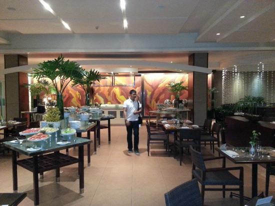 Taal Vista Hotel: Dinner