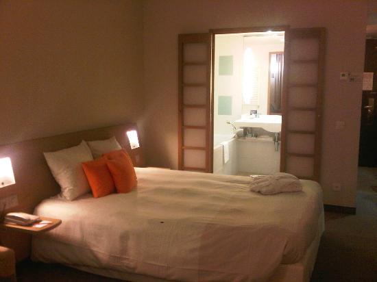 Novotel Geneve Centre: 部屋(ベッド)