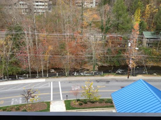Hilton Garden Inn Gatlinburg Downtown: balcony view from king suite facing the river/creek. 5th floor(top)