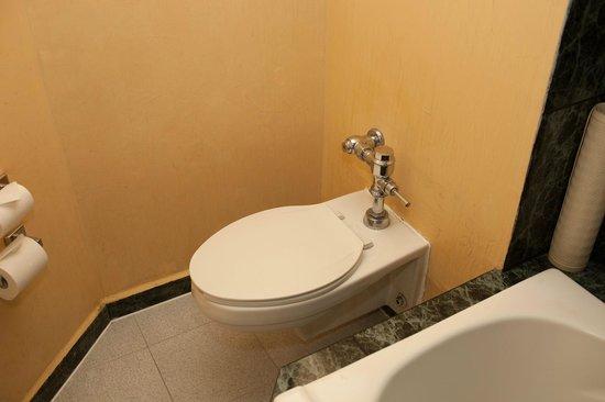 Krystal Grand Reforma Uno Mexico City: toilet