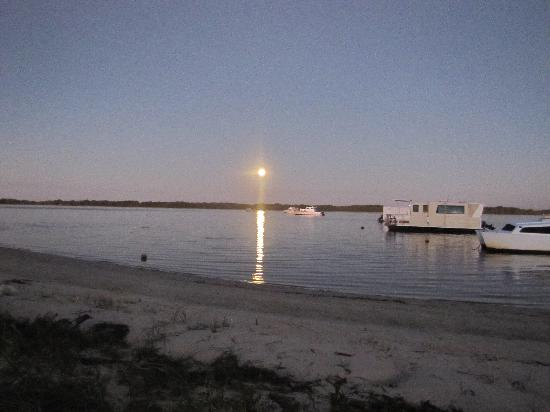 Caloundra Power Boat Club: View at night
