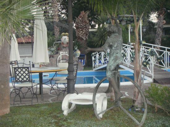Hotel Happy Days: бассейн