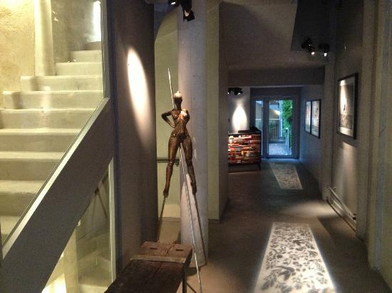 entrance hotel jules jim. Black Bedroom Furniture Sets. Home Design Ideas