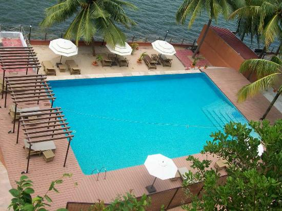 Cambay Palm Lagoon: Natural Feeling of Lake side Pool