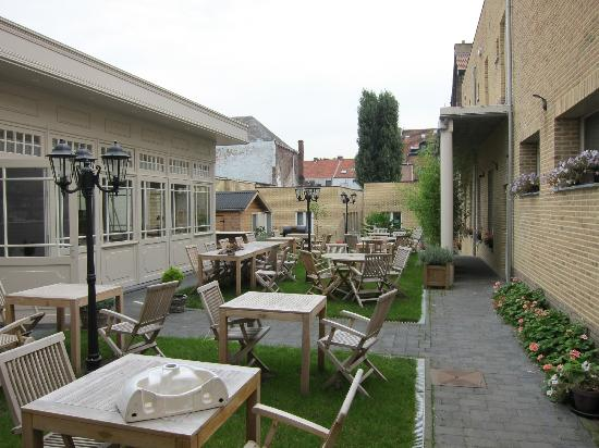 Parkhotel: Dining area (Outside)