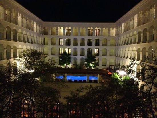 Doubletree by Hilton Hotel Austin: Hotel Courtyard