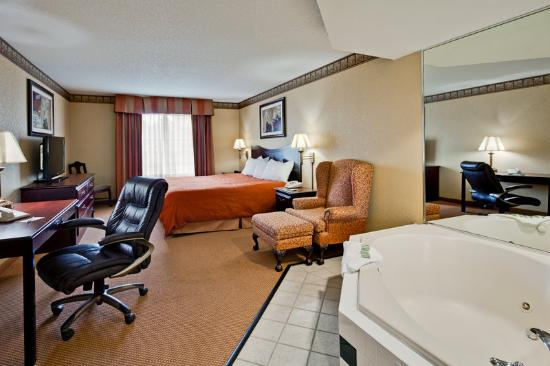 Country Inn & Suites By Carlson, Hot Springs : CountryInn&Suites HotSprings WhirpoolSuite