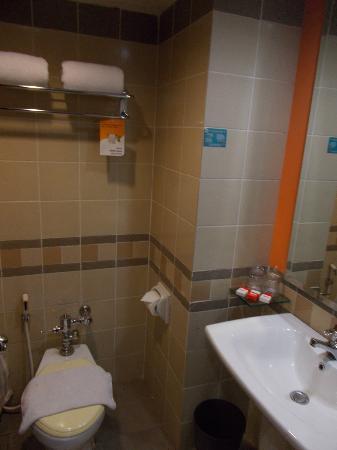 Bathroom Picture Of Ibis Jakarta Mangga Dua Hotel Jakarta Tripadvisor