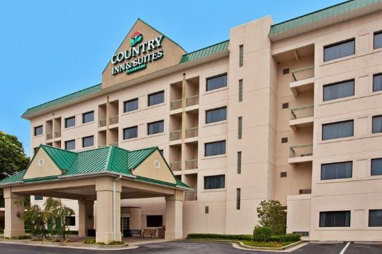 Country Inn & Suites By Carlson, Atlanta Downtown South at Turner Field: CountryInn&Suites AtlantaDowntown ExteriorDay