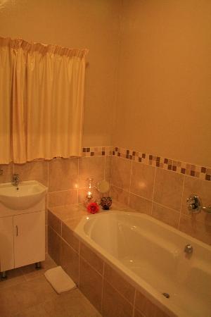 Royal Hotel Steytlerville : One of the en-suite bathrooms