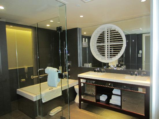 Auberge Saint-Antoine: Bathroom