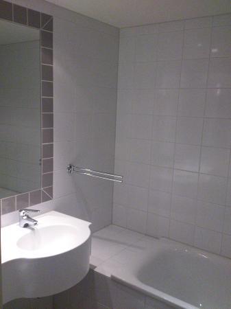 Holmsbu Hotel & Spa: Smallest suite bathroom ever?