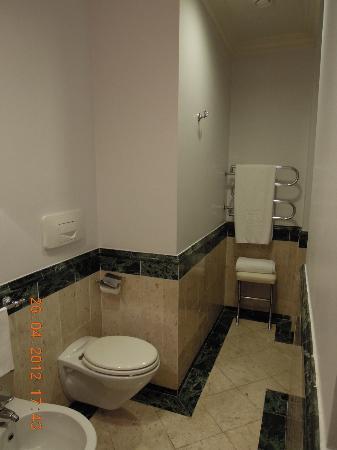NH Firenze Anglo American: baño 1