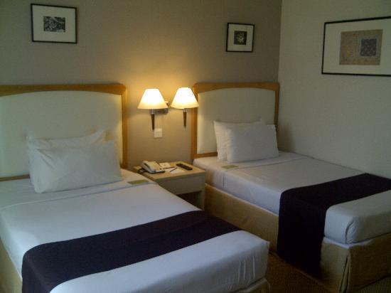 โรงแรมเดอะรอแยล บินตัง: Bed