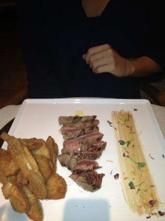 Villa Armena Relais: steak with fried porcini...
