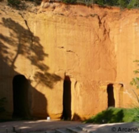 Gargas, Prancis: Falaise des mines de Bruoux