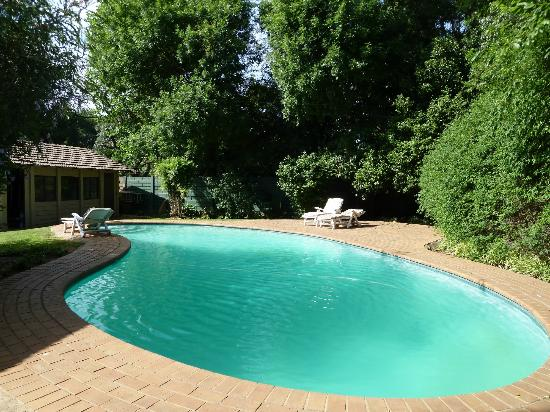Outlook Lodge: Swimming pool