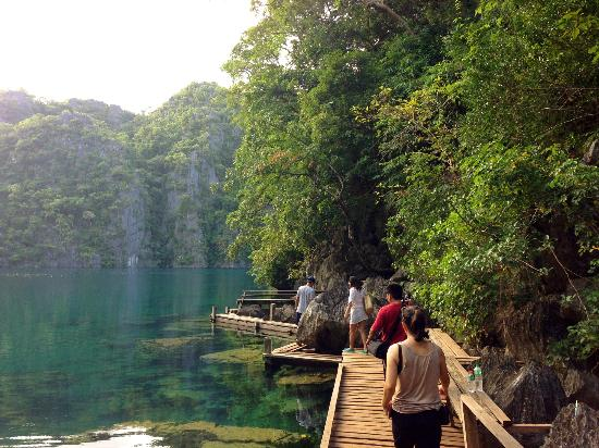 Kayangan Lake : What a wonderful view in the boardwalk