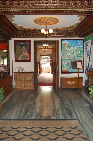 Hotel Tibet: Hotel lobby