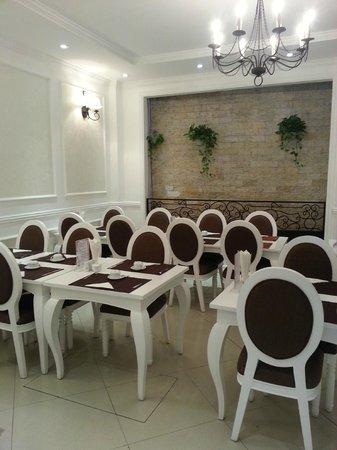Calypso Suites Hotel: Breakfast place