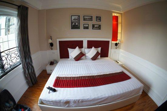 โรงแรม คาลิปโซ สวีท: bed