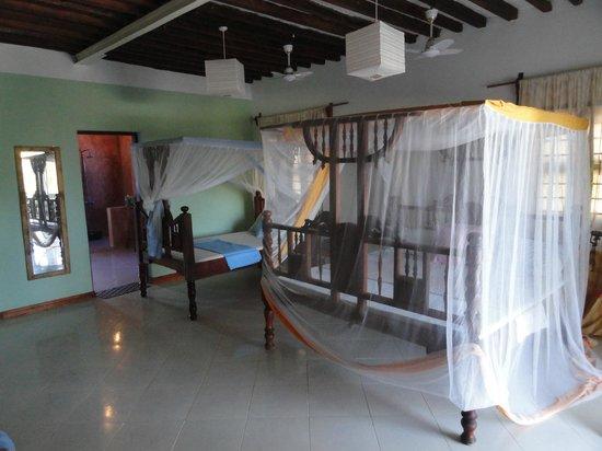 Mbuyuni Beach Village: Habitación (con dos camas dobles) para 2 personas.