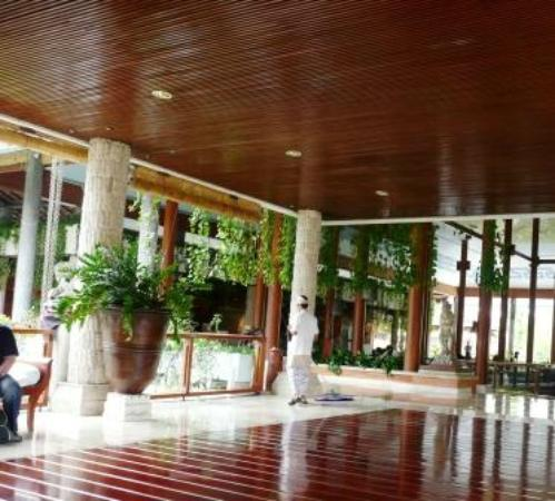 Bali Tropic Resort and Spa: Reception area