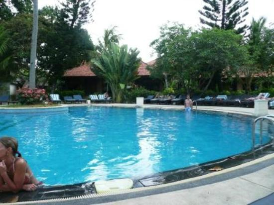 Bali Tropic Resort and Spa: Large clean pool