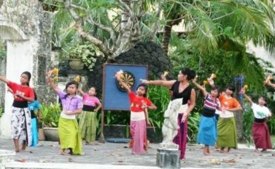 ‪‪Bali Tropic Resort and Spa‬: Entertainment - dancing classes‬