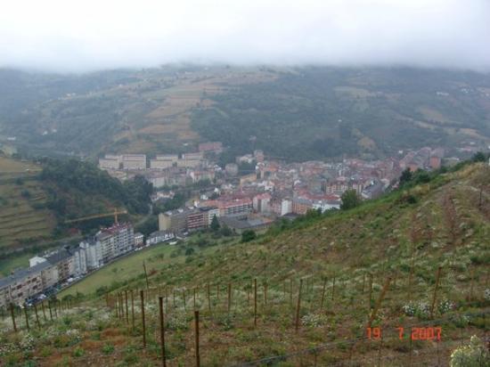 Hotel Peña Grande: Parnorámica de la Villa de Cangas
