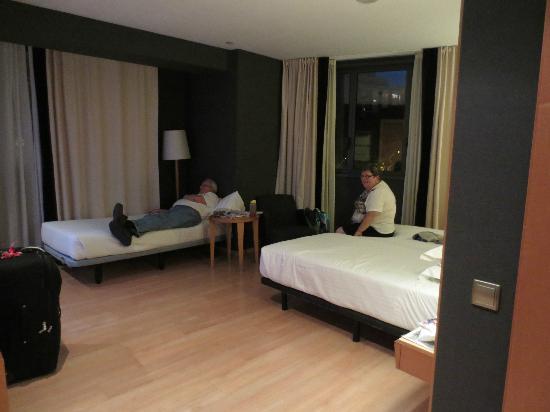 Barcelona Universal Hotel: Triple room