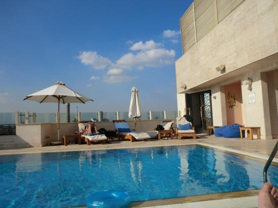 Kempinski Nile Hotel Cairo : Pool at hotel's roof