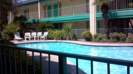 BEST WESTERN Ingram Park Inn: Pool courtyard.