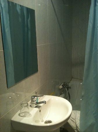 Hostal Residencia Americano : salle de bain