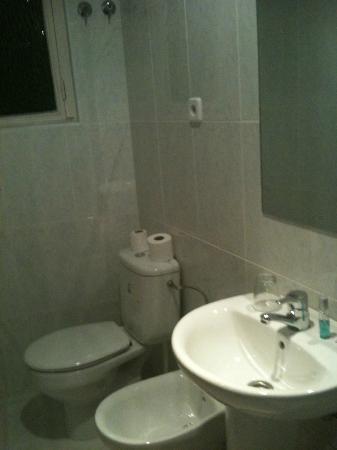 Hostal Residencia Americano: salle de bain