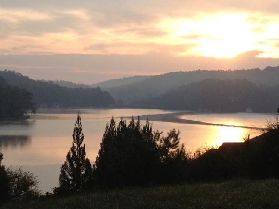 Lake Rabun Hotel & Restaurant: Dawn on Lake Rabun