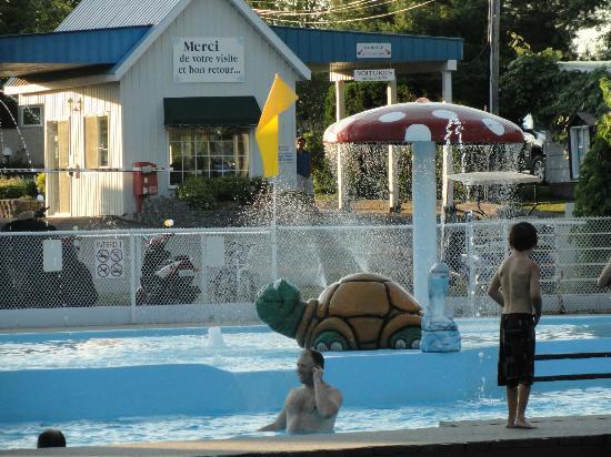 Amusement piscine enfants picture of camping lac du for Camping st jean de luz avec piscine