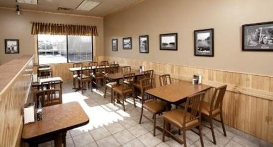Petawawa River Inn & Suites: BREAKFASTAREA