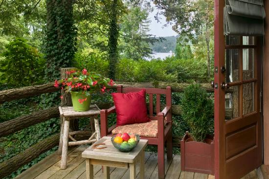 Lake Rabun Hotel & Restaurant: Garden Room deck with view of lake