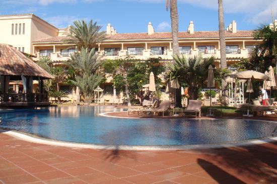 Gran Hotel Atlantis Bahia Real: Pool area