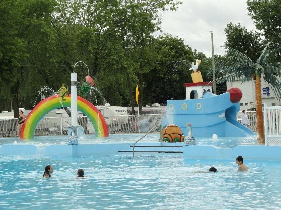 Saint jean baptiste de rouville photos featured images for Camping st jean de luz avec piscine